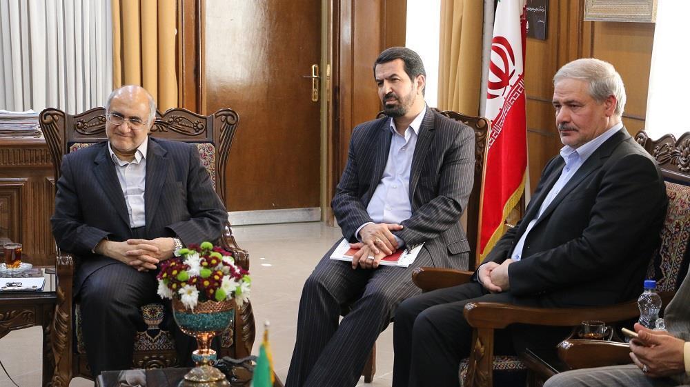 استاندار کرمان در دیدار با مدیر عامل پست عنوان نمود؛ برای اشتغال جوانان باید دلسوزانه عمل کرد، پست بانک به طرح های مهم کرمان ورود پیدا می نماید