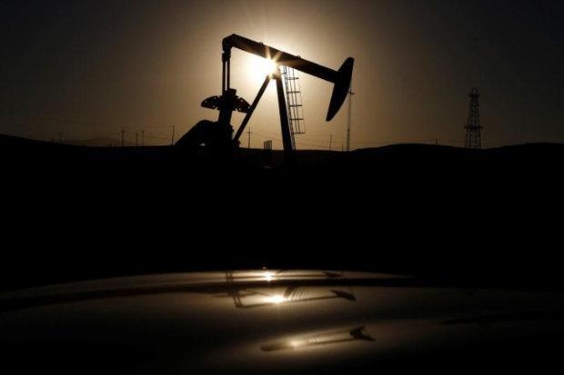 قیمت نفت کاهش یافت، ذخایر سوخت آمریکا رشد کرد