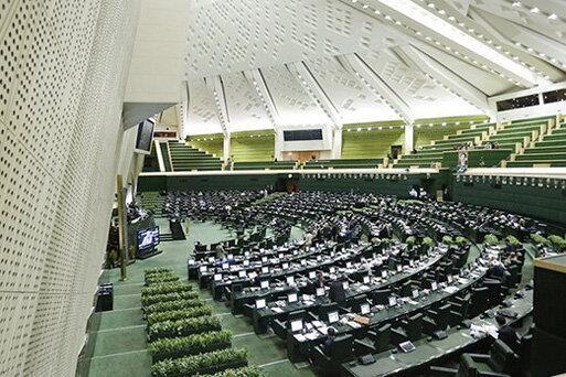 واکنش به بازداشت دو نماینده مجلس ، قانون درباره ادامه کار نمایندگان متخلّف سکوت نموده است