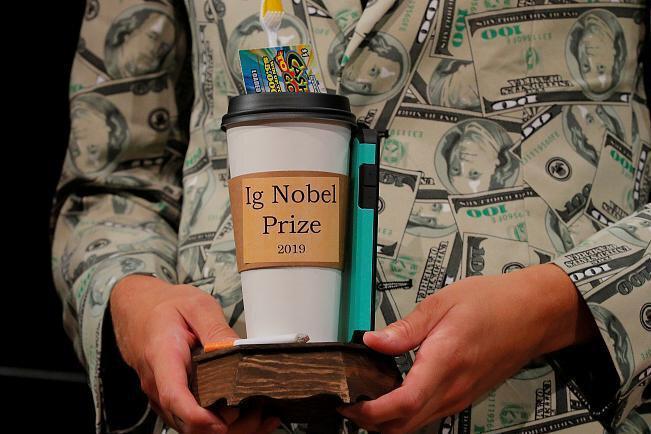 اختراع ماشین پوشک عوض کن ، مهندس ایرانی برنده جایزه ایگ نوبل شد