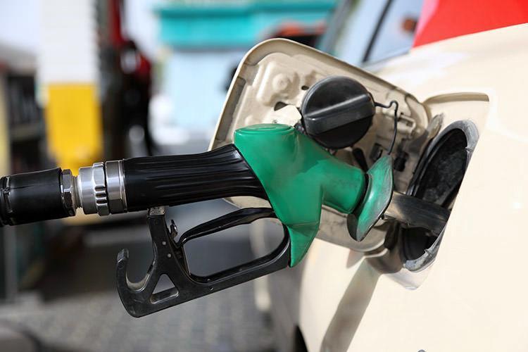 احتمال صدور مجوز دریافت حق الزحمه جدید از مشتریان در پمپ های بنزین