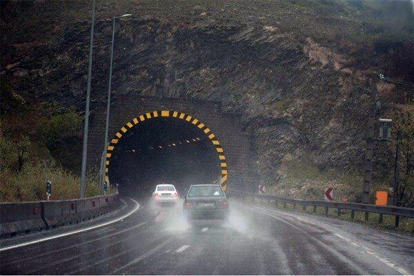 جاده چالوس بارانی و مه آلود است