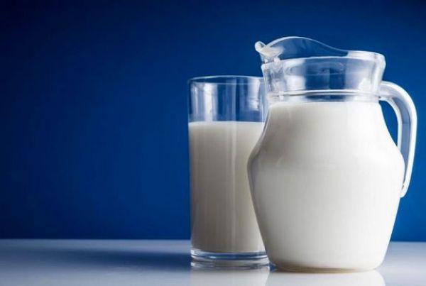 ورود سازمان حمایت به گران فروشی شیر خام ، با گران فروشی برخورد می گردد