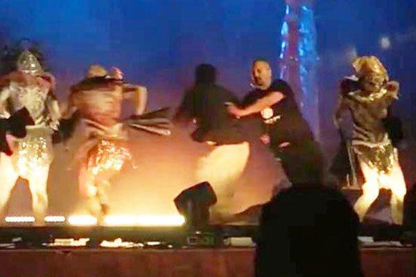 حمله مردی با سلاح سرد به بازیگران یک نمایش زنده در عربستان
