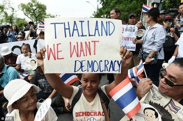 پلیس تایلند مانع جمع های اعتراضی در سالروز حاکمیت خونتا شد