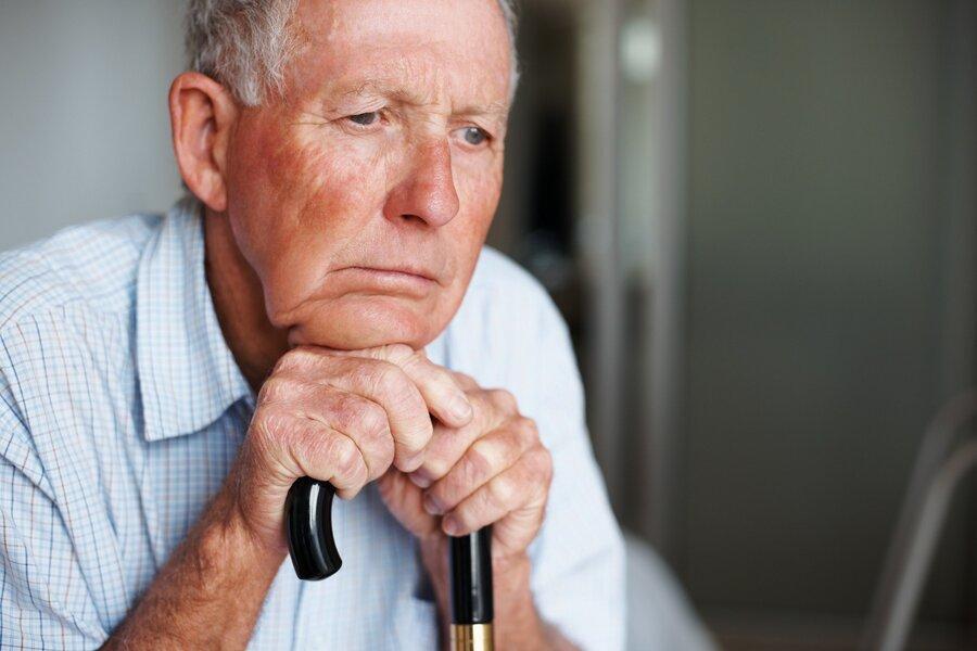 علائم افسردگی سالمندان را بشناسید ، بی پولی مهم ترین عامل پریشانی سالمندان