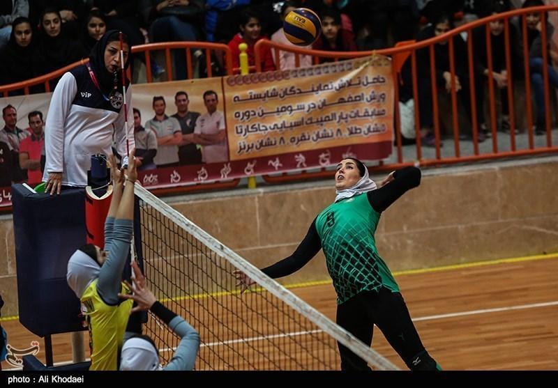 لیگ برتر والیبال بانوان، رقابت اکسون و پیکان در تهران