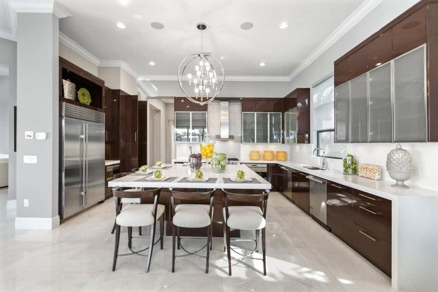 کار جالب یک شرکت طراحی داخلی: نشان دادن فرایند تغییر ظاهر آشپزخانه ها در طی پنج قرن