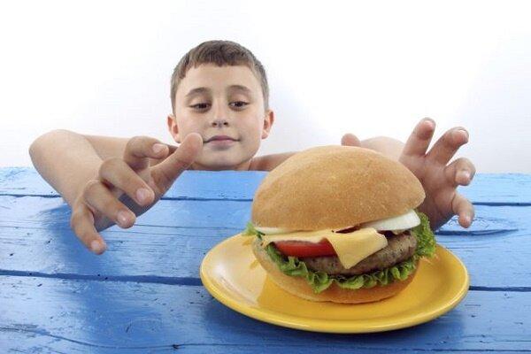 بچه ها را با مواد غذایی تشویق نکنید، لزوم پرهیز از مصرف خودسرانه ویتامین