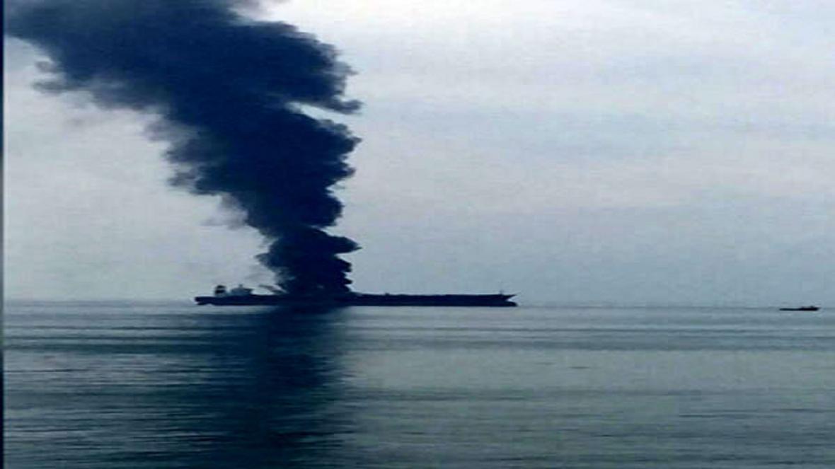 حریق در نفتکش عظیم هندی در آب های سریلانکا