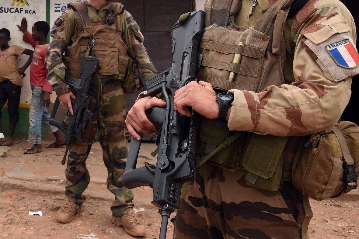 شلیک خونبار نظامیان فرانسه به اتوبوس غیرنظامیان در اقتصادی