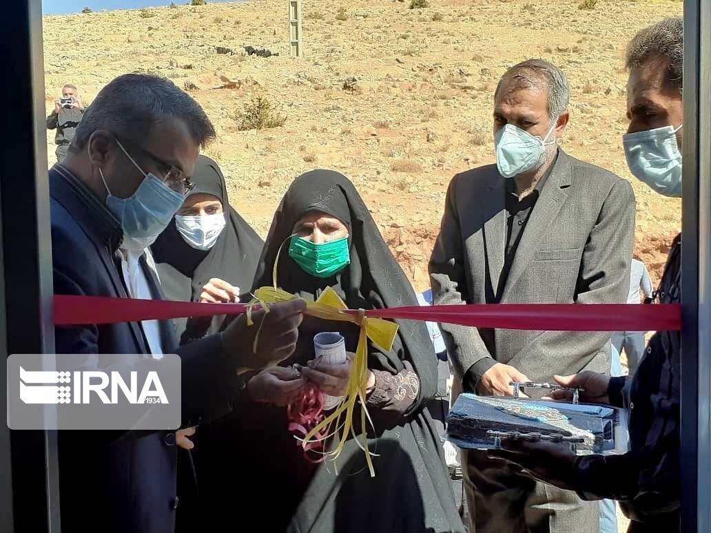 خبرنگاران طرح آبرسانی به روستاهای چهار مور و آبگرم سپیدان به بهره برداری رسید