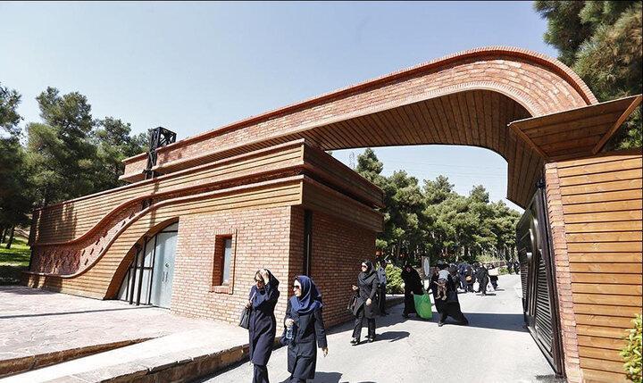 نصب سردیس بانو حدیدچی در بوستان بانوان منطقه 4