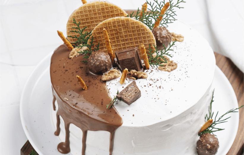 طرز تهیه کیک تولد چند لایه با قهوه و کارامل