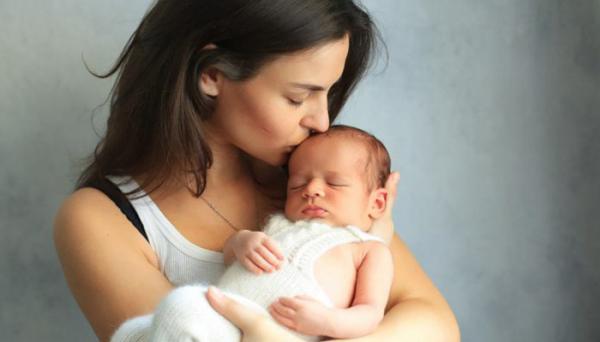 بوسیدن نوزاد چه خطرهایی به دنبال دارد؟