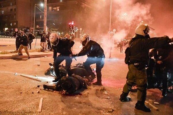 اعتراضات در یونان به خشونت پلیس، 3 مأمور زخمی شدند