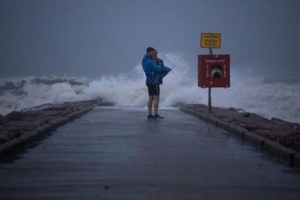 ویزای آمریکا: قطعی برق و هشدار سیل در پی طوفان در ایالات جنوبی آمریکا